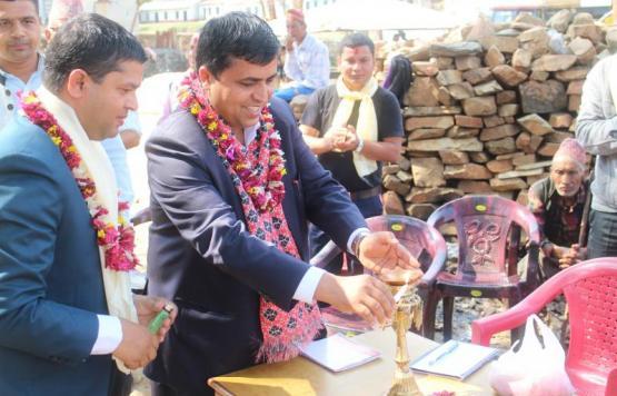 वेसीशहर नगरपालिकाको ११ नं. वडा कार्यालय उद्घाटन गर्दै प्रमुख तथा कार्यकारी अधिकृत राजेन्द्र प्रसाद पौडेल
